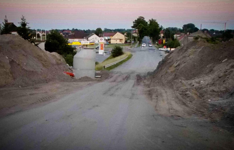 Obwodnica Czarnowąsy. Aż się prosiło, by w tym miejscu wykonać chociaż mały tunel dla rowerzystów! 3