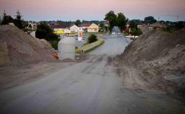 Obwodnica Czarnowąsy. Aż się prosiło, by w tym miejscu wykonać chociaż mały tunel dla rowerzystów! 9