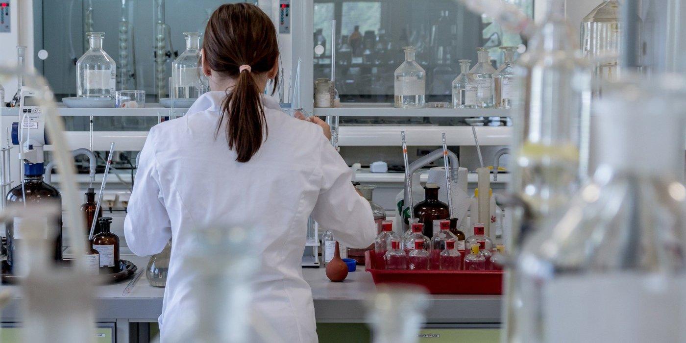 Wstępne wyniki badań nad lekiem przydatnym w leczeniu COVID-19 pod koniec kwietnia 1