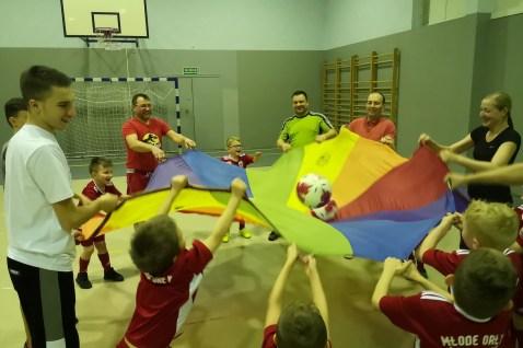 Jedną z innowacji w luboszyckim klubie są wspólne treningi dzieci z rodzicami (fot. materiały klubowe)