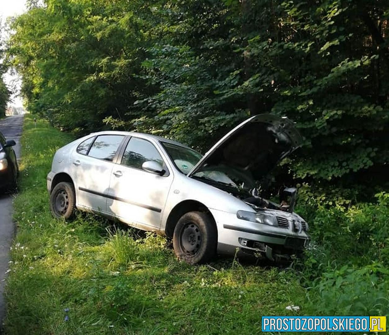 Przy drodze znaleziono rozbite auto. Poszukiwania właścicielki trwały kilka godzin 1