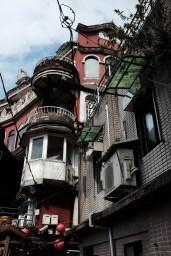 密集的建築群,加上源源不絕的人流,彷佛走進了大城市內