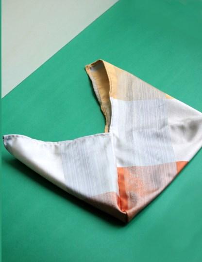 sac type furoshiki, pliage japonais pour emballage noël zéro déchet en tissu upcyclés, elle emballe en Touraine
