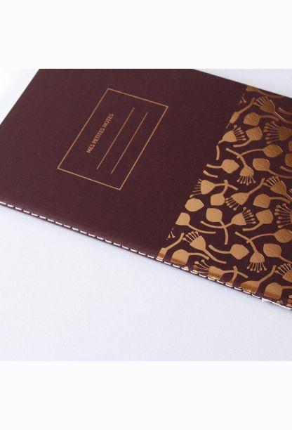 carnet rouge bordeau et dessin gravé à la dorure, haut-de-gamme, alternative hema