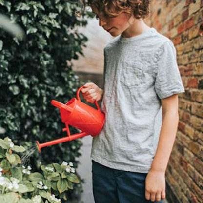 arrosoir rouge pour enfant, petite taille, plastique rouge de qualité recyclable, échoppe végétale, cadeau enfant nature
