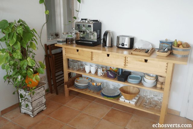 Rangement vaisselle îlot desserte