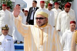 صورة الملك المغربي محمد السادس يعود إلى المملكة ويحيي ليلة مولد النبي