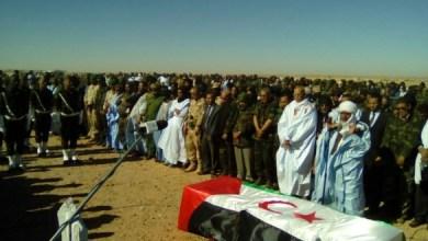 صورة جثمان الرئيس الراحل محمد عبد العزيز يوارى الثرى بمنطقة بئر لحلو