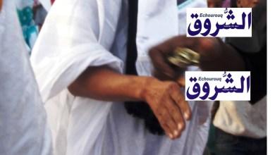 صورة الشــروق ترصد أحد أدعياء المهنة الصحفية أثناء تسوله في إستقبال شعبي للرئيس بأطار (صورة)