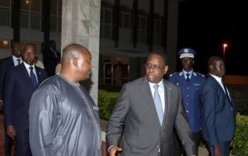 """صورة السينغال : الرئيس الغامبي المنتخب """" آدما بارو """" يعلن عن تنصيبه في السفارة الغامبية بدكار"""