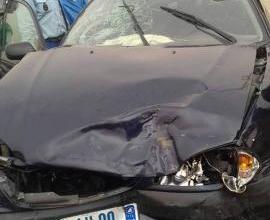 صورة نواكشوط : حادث سير يكشف عن كمية خمور داخل سيارة واعتقال شابين أحدهما مسلح