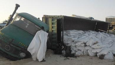صورة موريتانيا: تعطل حركة السير جراء سقوط شاحنة على طريق الأمل