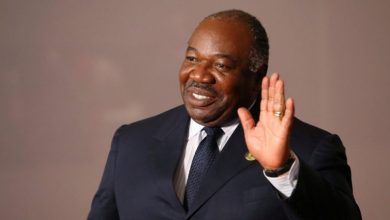 صورة في أول ظهور له منذ مرضه .. خطاب مرتقب لرئيس الغابون يوم رأس السنة