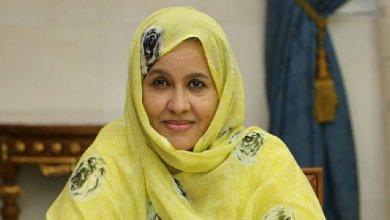 صورة وزيرة التنمية الريفية لمينه بنت اممّ تجرد  مدير شركة صونادير من سيارته وتغلق مكتبه