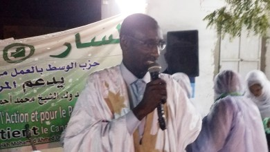 صورة فضيحة : مدير حملة ولد بوبكر ينضم لولد الغزواني بعد شكاوى منه أمام شرطة روصو