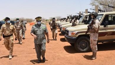 صورة الجنرال محمد ولد مكت قائد الأركان العامة للجيوش يتفقد بعض المنشآت العسكرية (صور)