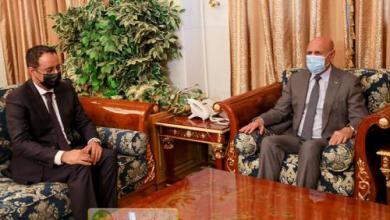 صورة الرئيس غزواني يتسلم ملف ترشح ولد يحي للكاف