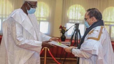 صورة سفير موريتانيا في جمهورية مالي يقدم أوراق اعتماده
