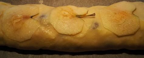Rezept-und-Zubereitung-von-Strudelteig-fuer-Apfelstrudel