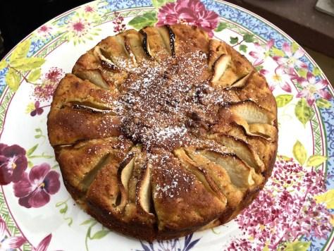 Herbstlicher Apfelkuchen mit Zimt Kardamon und Walnuessen IMG_0129