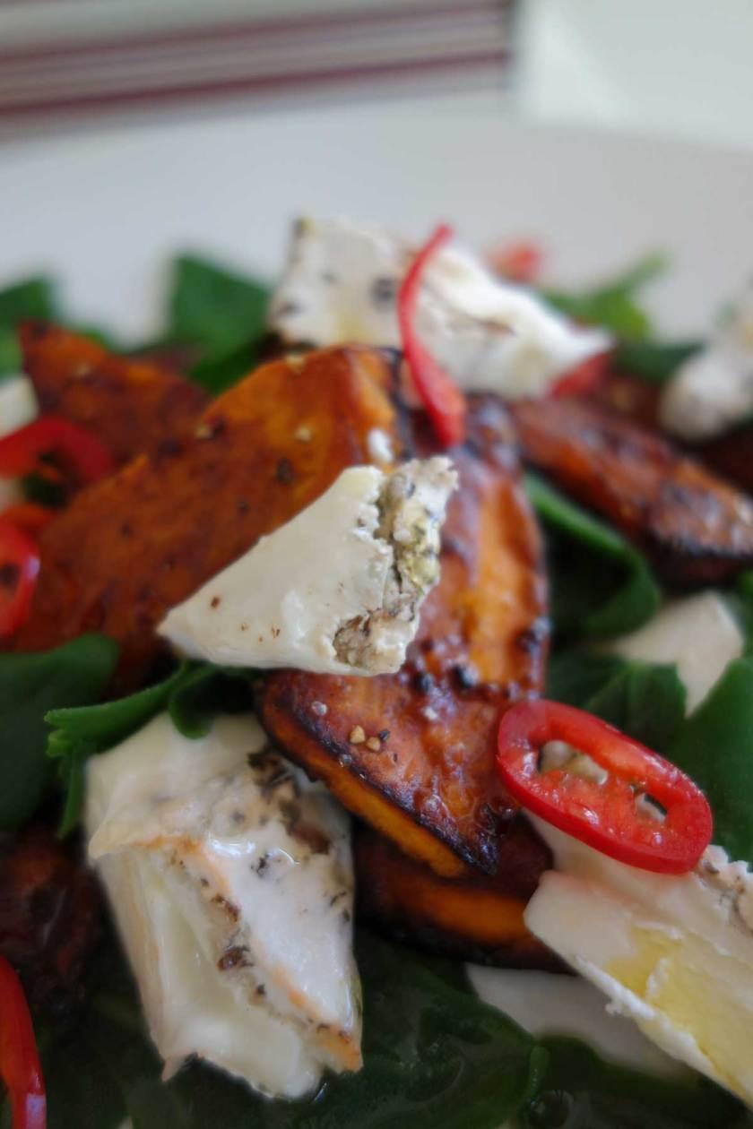 Geroosterde pompoen in de oven met spinazie en geitenkaas herfstsalade