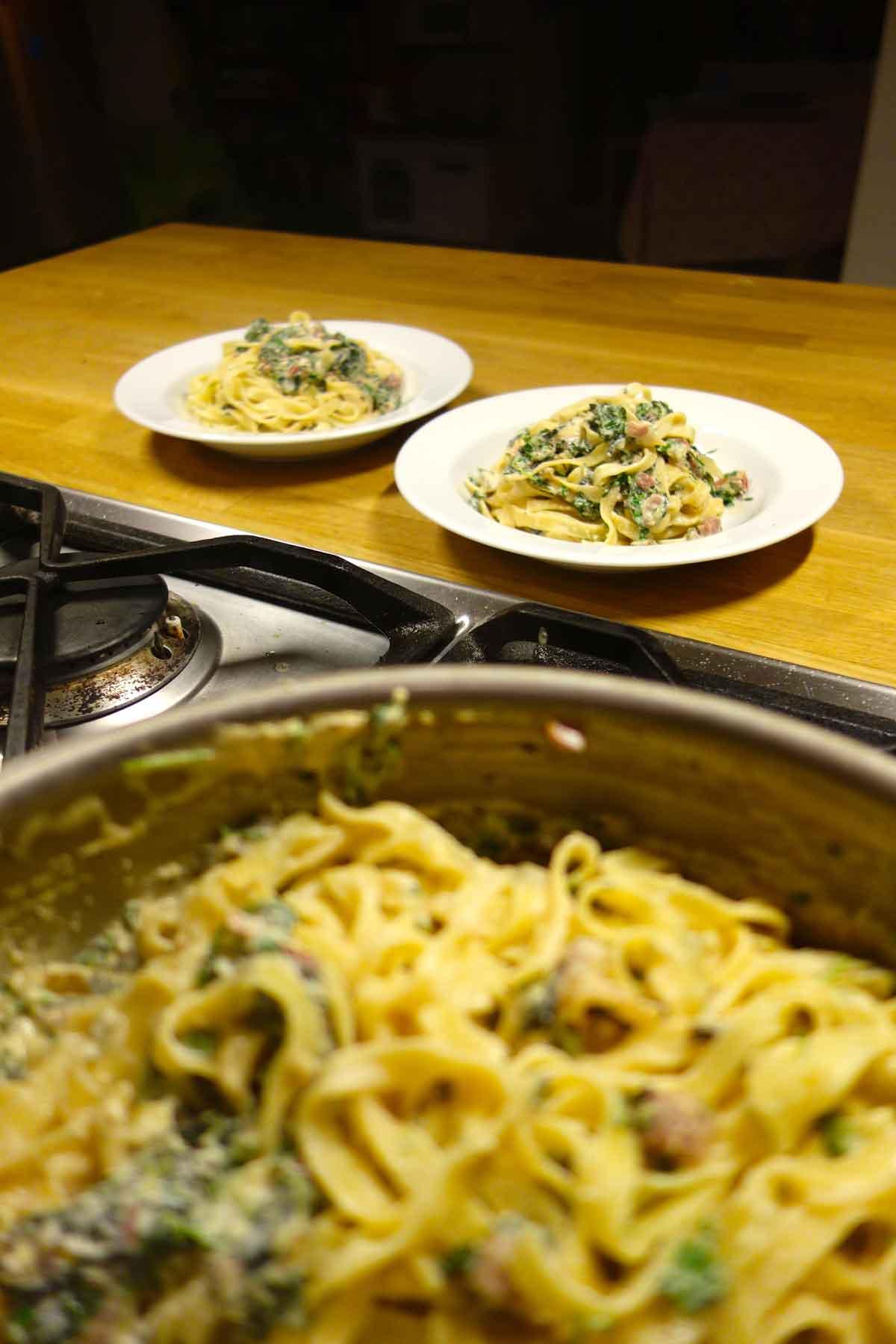 Bordjes-pasta-kaassaus-die-knalt