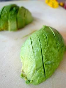 avocado schillen en snijden