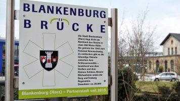 Hinweistafel Blankenburgbrücke über die Oker