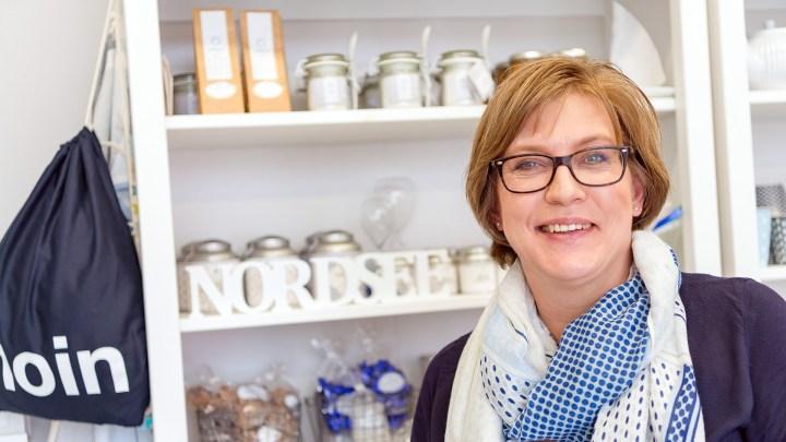 Andrea Pfeiffer-Haats vom Dekogeschäft natürlich NORDISCH.
