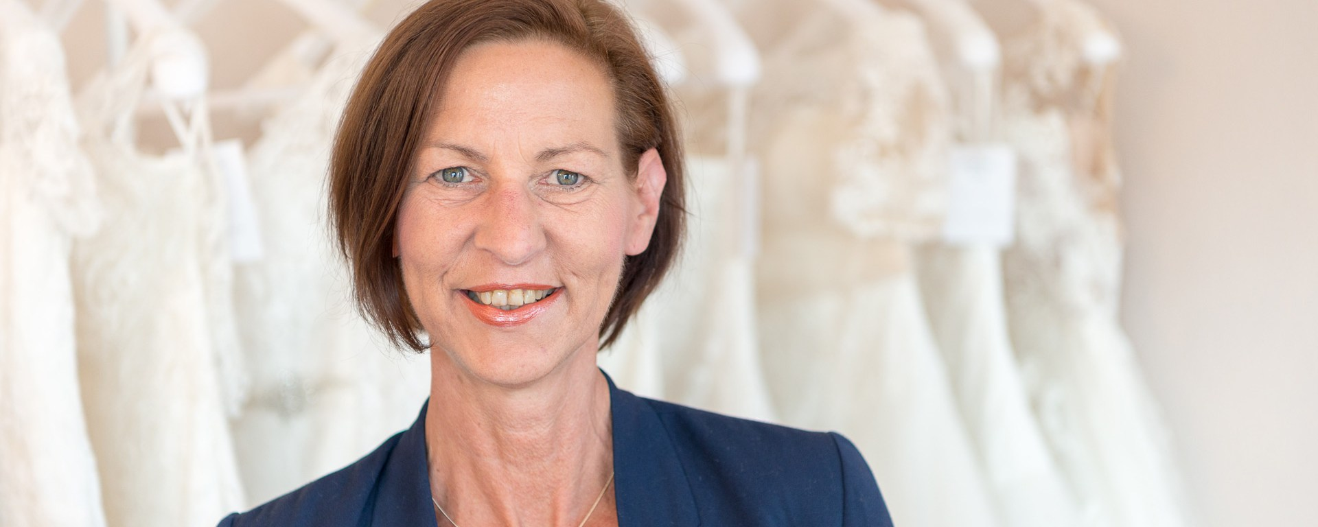 Martina Jordan vom Brautmodengeschäft Hochzeitsblume.