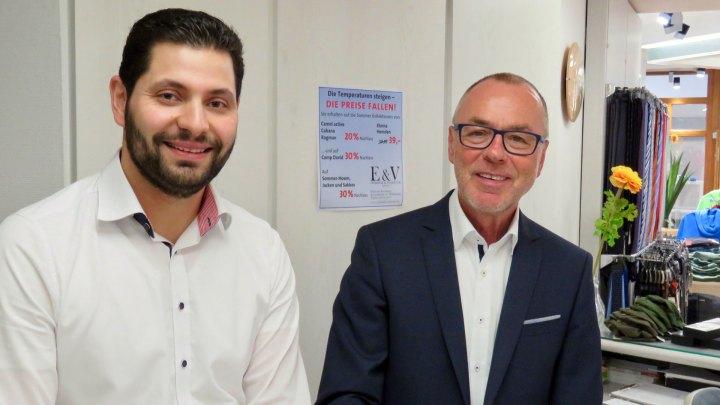 Mitarbeiter Naim Miftari und Geschäftsinhaber Harald Borm.