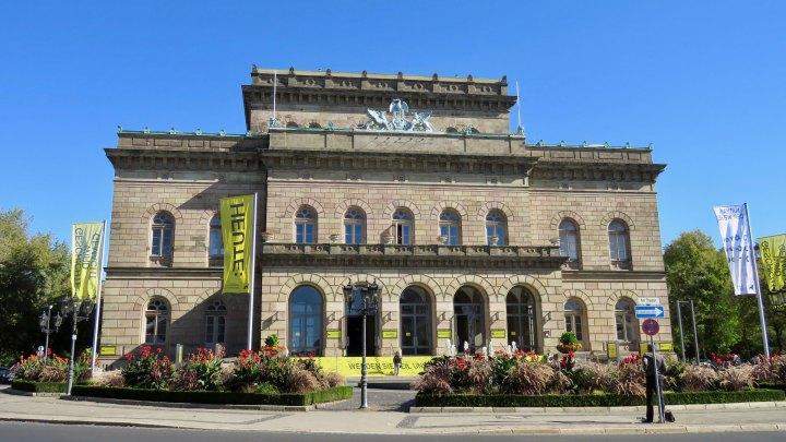 Das Staatstheater Braunschweig bei Sonnenschein