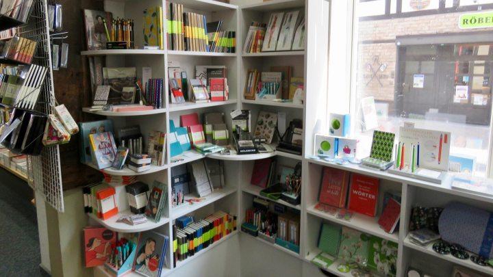 Die Kunden verlangten nach Kladden - und jetzt ist sie da: Die Papeterie-Ecke bei Bücher Behr.