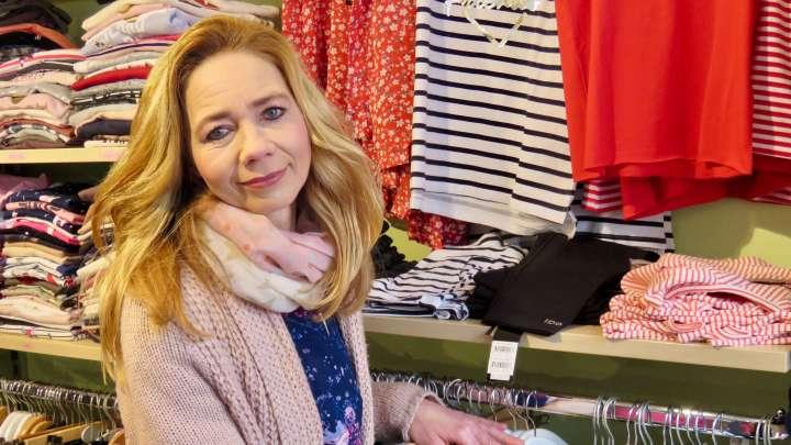 Die Inhaberin Sabine Gleitz-Heche ist stolz auf ihre große Auswahl auf 130 qm in ihrem Geschäft Fashion 4 Kids.