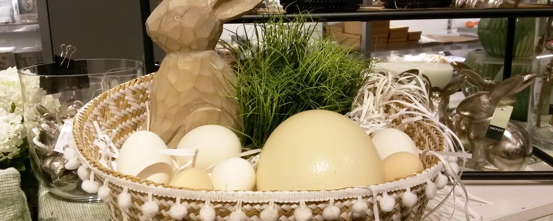Holzhase und Eier im Nest