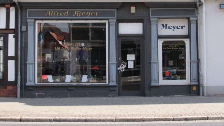 Ein Eingang zum Geschäft ist die Breite Herzogstraße 7.