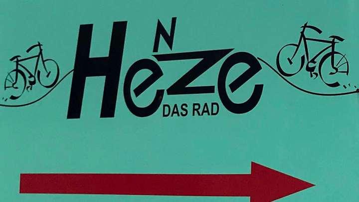 Die Adresse für Zweiräder: »Henze – das Rad«.