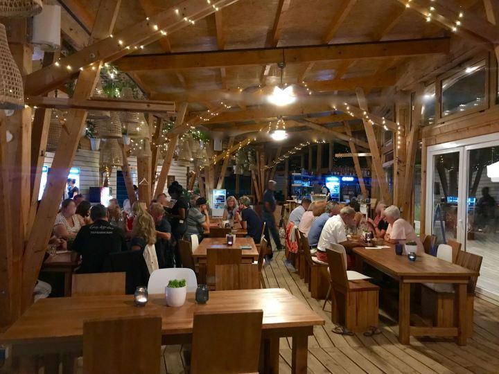 Gastraum im KOMM Beach Club