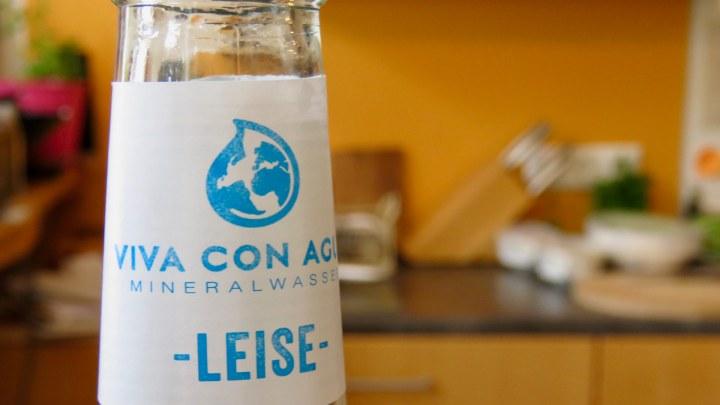 """Flaschenhals einer """"Viva con Agua"""" Flasche"""