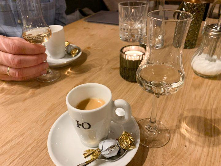 Abschluss eines gelungenen Essens. Espresso und einen Gebrannten von Prinz.