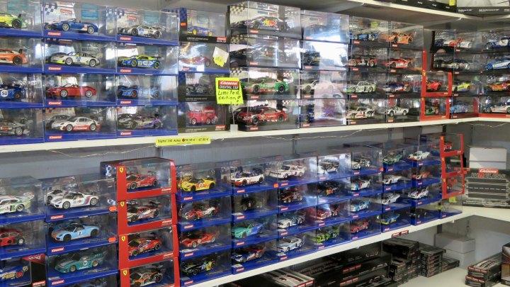 Die Auswahl an Rennwagen ist bei Sporby groß.