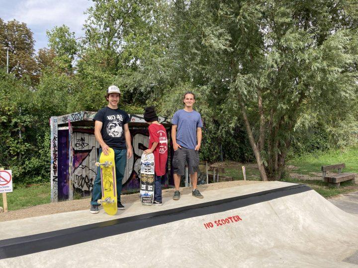 Lukas, ein junges Nachwuchstalent im lässigen Trashpark Shirt und Tim