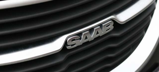 Saab-Schriftzug auf einem Kühlergrill