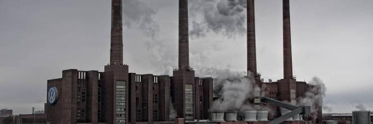 VW-Werk in Wolfsburg, Niedersachsen. Von Daniel Zimmermann, Eigenes Werk, CC BY-NC-ND 2.0, https://www.flickr.com/photos/mrfreeze187/4356322102/