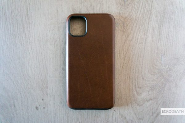 Nomad Rugged Case Brown unboxing-4-min