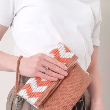 Chevron Fold Over Clutch: Free Tapestry Crochet Pattern