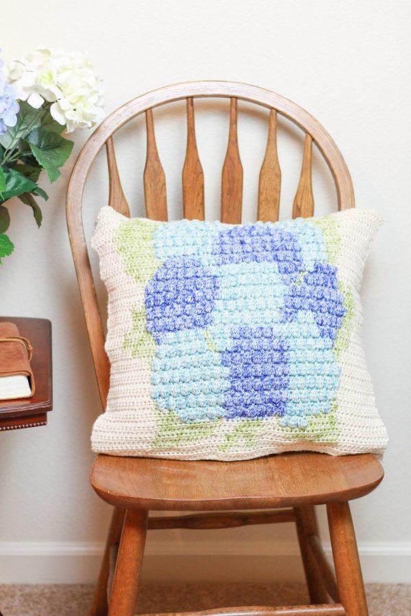 Hydrangea Crochet Pillow: Free Intarsia Crochet Pillow Pattern