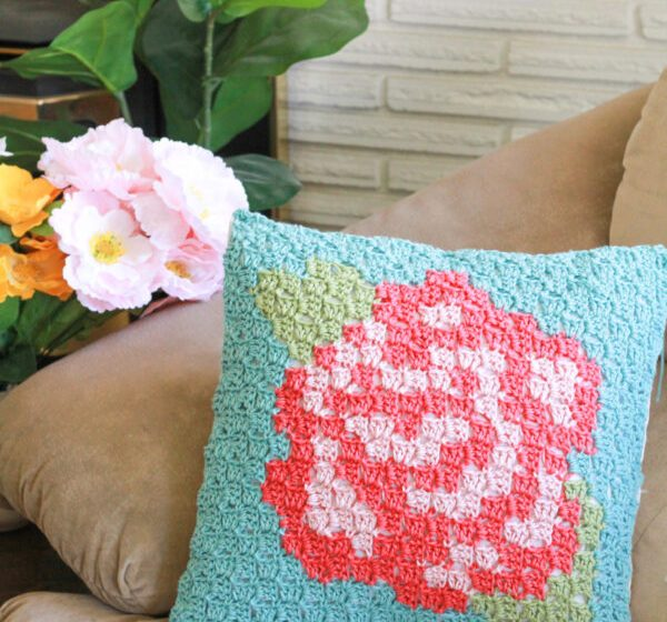 Rose Garden Pillow: Free C2C Crochet Pattern