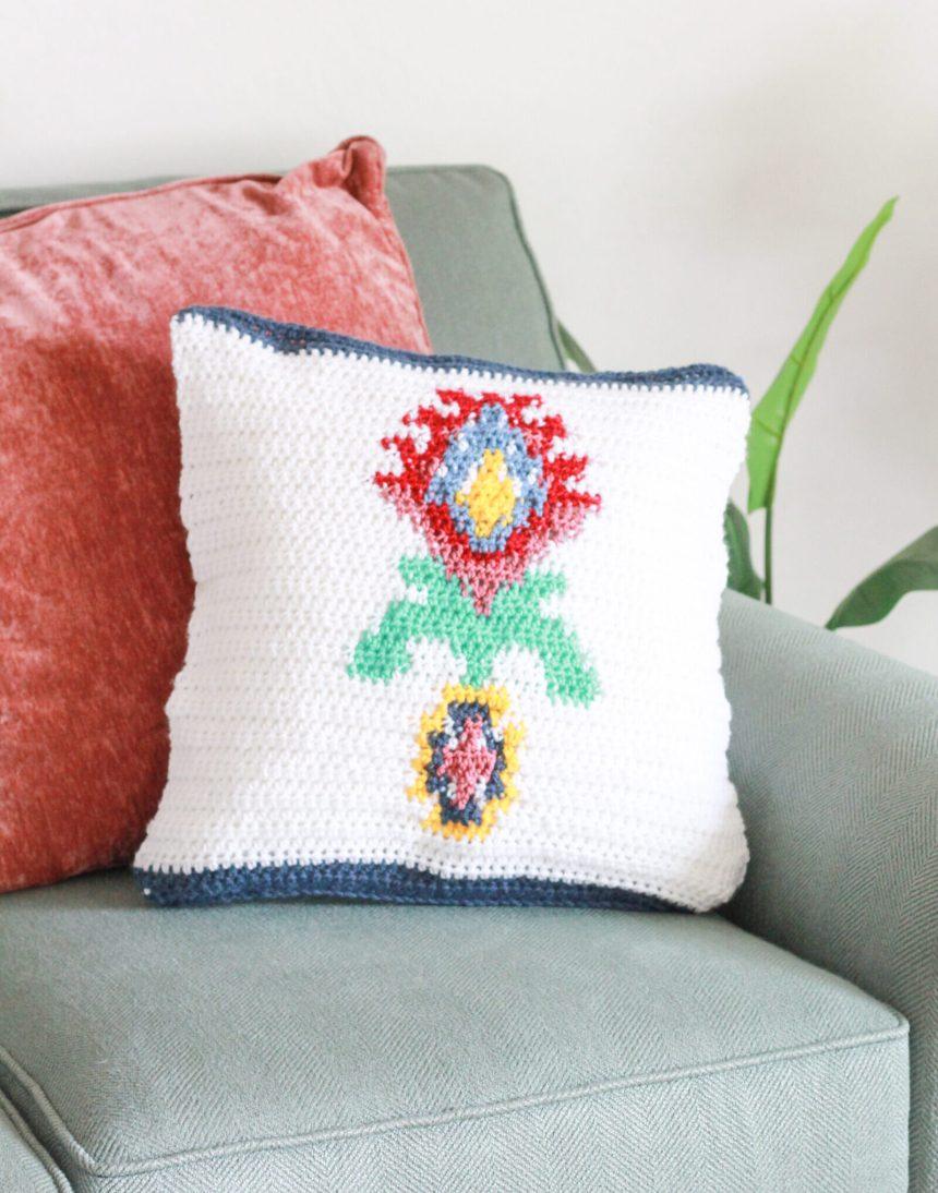 Midsummer Pillow: Free Intarsia Crochet Pillow Pattern