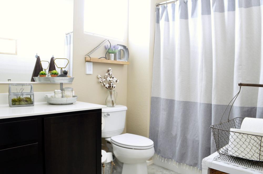 Rustic Farmhouse Bathroom Refresh - Eclectic Momsense on Rustic Farmhouse Farmhouse Bathroom  id=37234